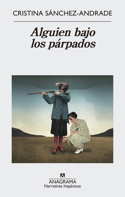 ALGUIEN BAJO LOS PÁRPADOS.